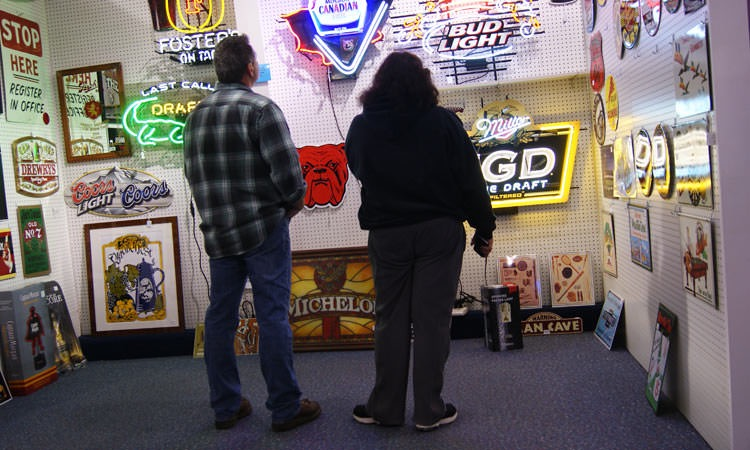 exit-76-antique-mall-neon-signs-and-viewers (1)
