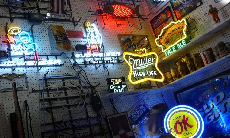 exit-76-antique-mall-neon-signs