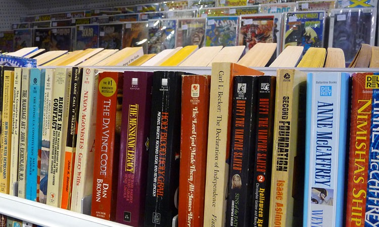 exit-76-antique-mall-paperbacks