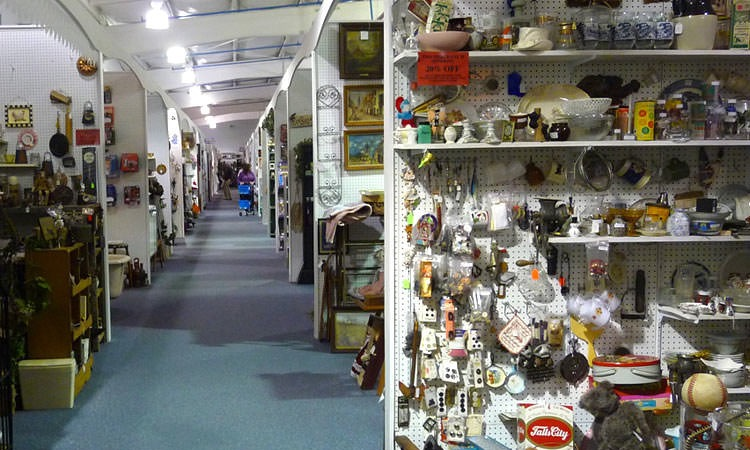 exit-76-antique-mall-rows-and-rows