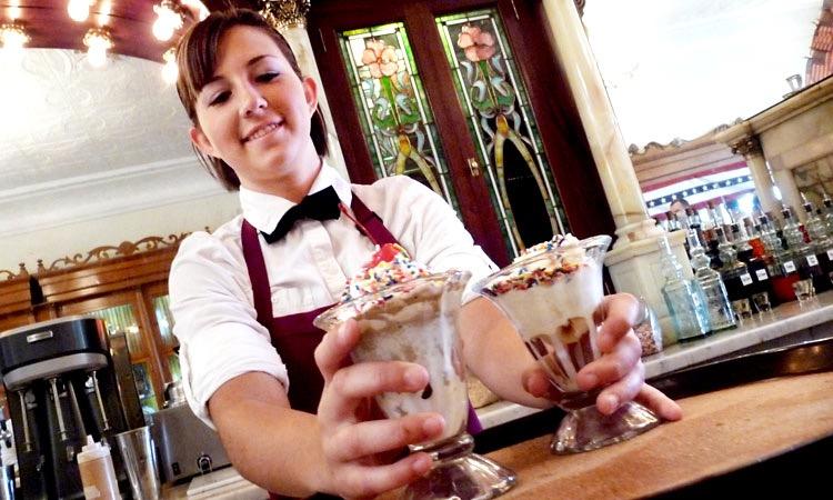 ice-cream-server