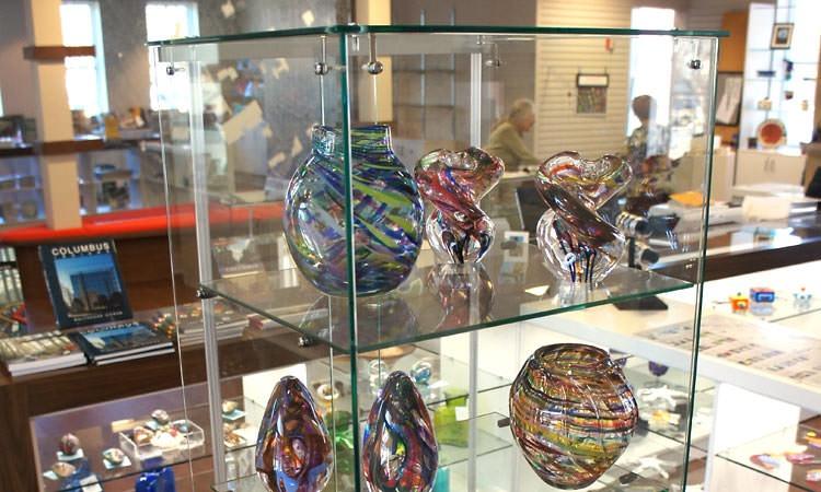 gift-shop-glass-display
