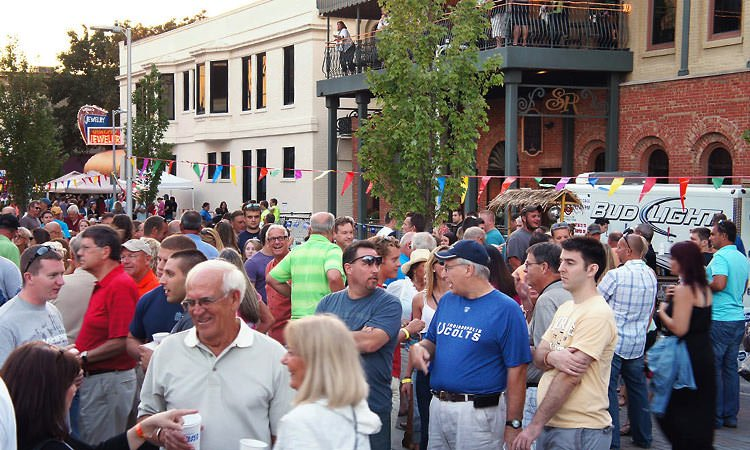 crowd-on-fourth-street