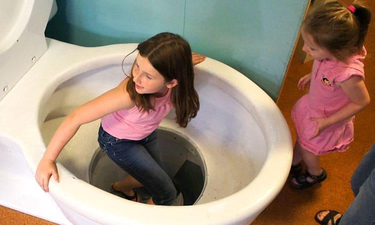 kidscommons-giant-toilet