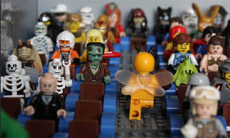 lego characters in movie theater - by jet boy on flicker