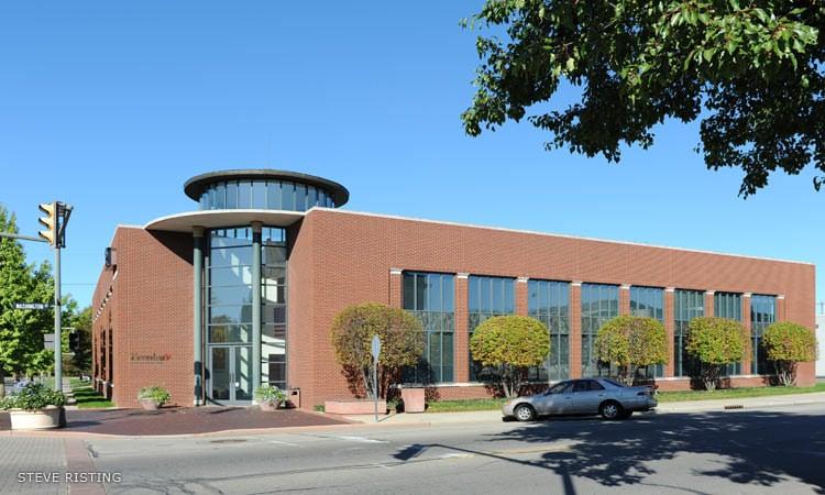 Breeden Realtors Office Building, Thomas Beeby, 1995